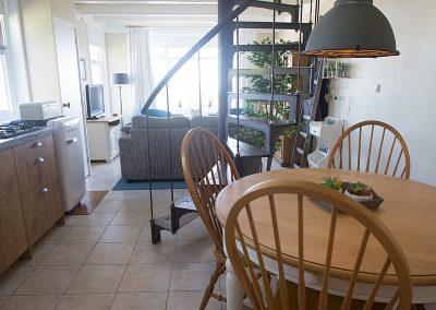 De karakteristieke trap van Vakantiehuisje Smoek Holwerd.